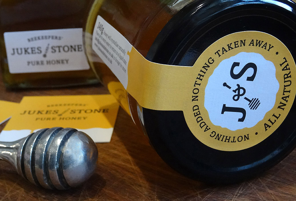Close up view of 340g honey jar lid seal